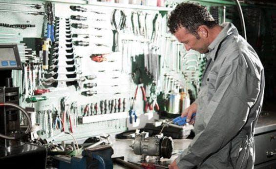 Специалист по ремонту бензопил