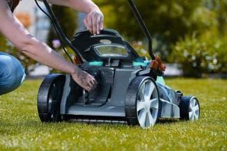 Как мульчировать газон газонокосилкой и зачем это нужно