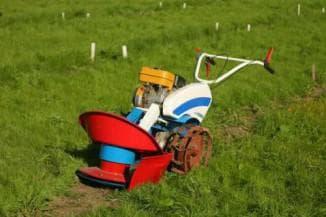 Косилка Заря для мотоблока Нева виды установка роторной косилки и особенности эксплуатации