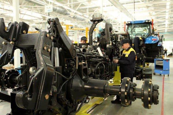 Производство трактора Нью Холланд