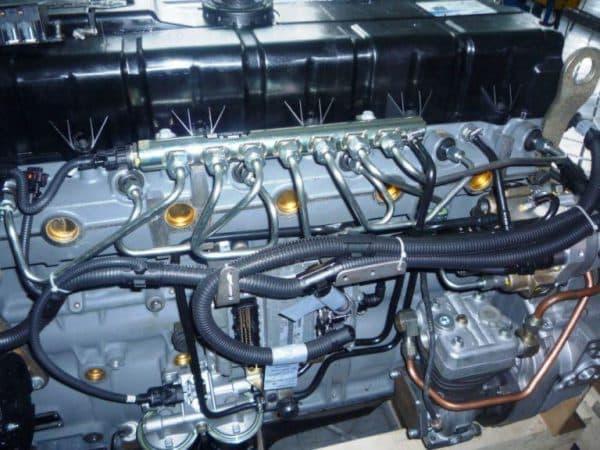 8_цилиндровый двигатель грузовика