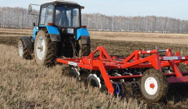 Применение трактора в сельском хозяйстве