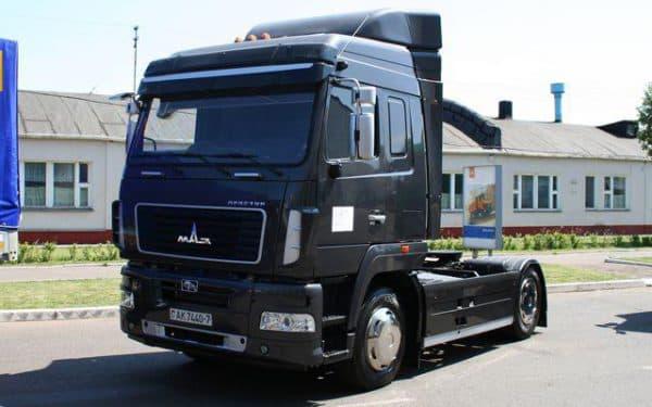 Тягач МАЗ 5008