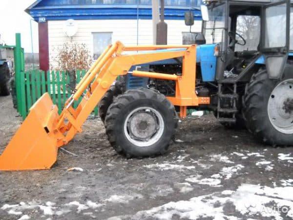 Трактор оснащается разными приспособлениями