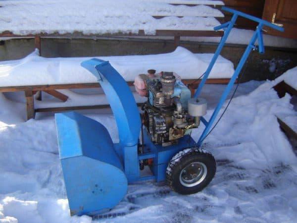 Мотор снегоуборщика