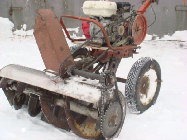 Несамоходный снегоочиститель