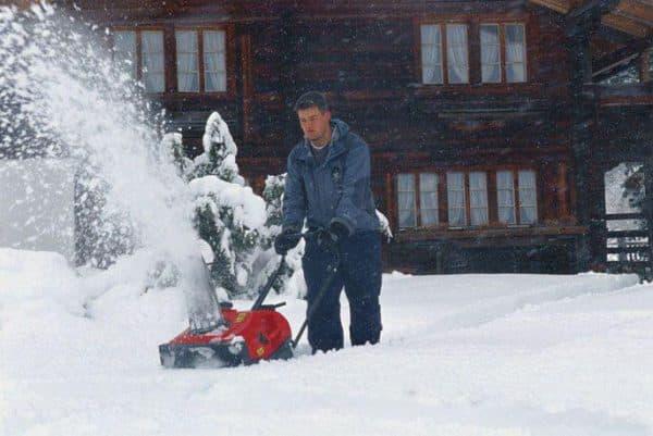 Колесный снегоуборщик