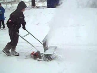 Снегоуборщик из триммера