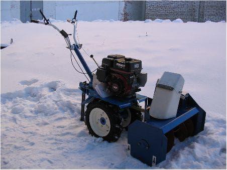 Снегоуборочная приставка выбор навесных снегоуборщиков на триммер мотоблок и культиватор Особенности насадок-снегоочистителей СП 56 СП 60 и других