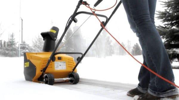 Безопасная работа со снегоуборщиком